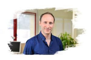 Photo d'un homme chef de projet IT, un metier global partner